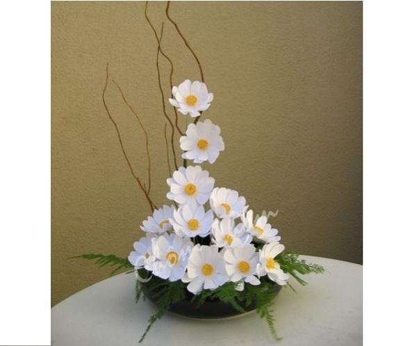 Cách làm hoa giấy treo tường từ giấy nhún rất dễ thực hiện