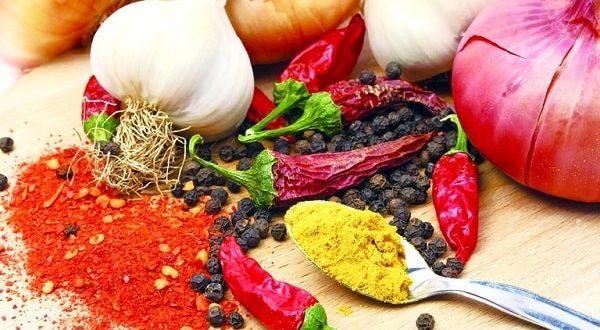 Khi bị đau mắt đỏ cần kiêng các loại thực phẩm có vị nóng