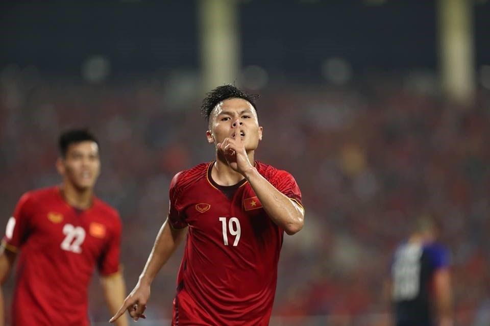 Năm 2014, Nguyễn Quang Hải được HLV Guillaume Graechen gọi lên bổ sung cho đội tuyển U19 quốc gia đi tập huấn tại Nhật Bản