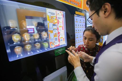 Máy bán nước từ trái dừa tự động phổ biến hiện nay